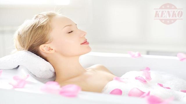 Tắm với tinh dầu trầm hương giúp giảm stress