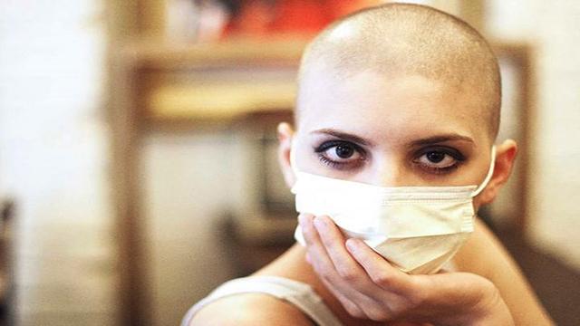 triệu chứng rụng tóc do hóa trị