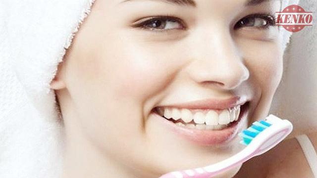 Sử dụng tinh dầu trầm hương vệ sinh răng miệng